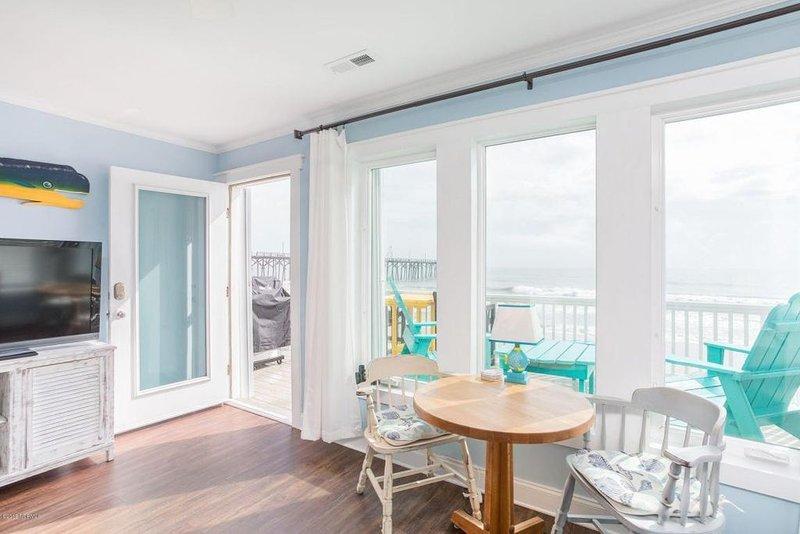 Oceanfront Carolina: Cozy, Pet Friendly, 2 Bedroom Oceanfront Home in Carolina B, holiday rental in Myrtle Grove