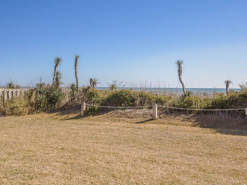 Fantastic Oceanfront Views! Beautifully decorated two level condo!, vacation rental in Pine Knoll Shores