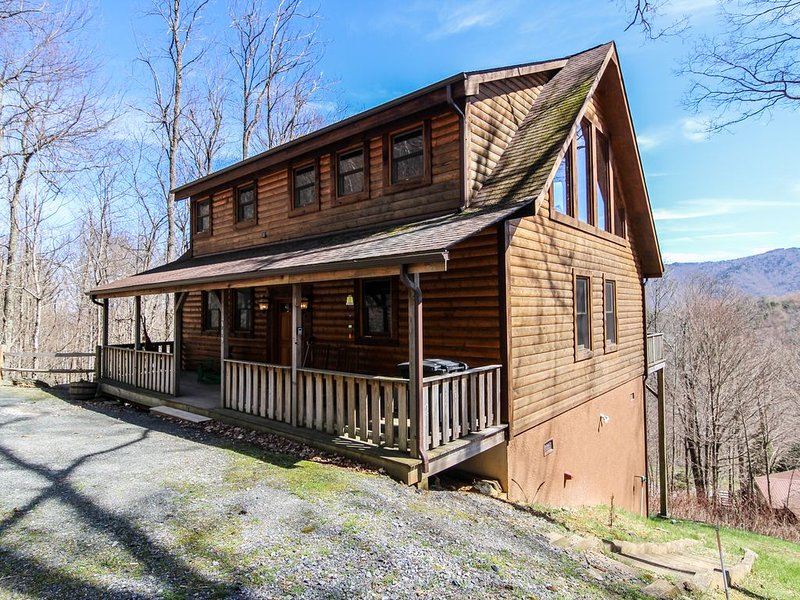 Hideaway Mountain - On Seven Devils. Hot Tub, Grandfather Mountain Views, holiday rental in Seven Devils