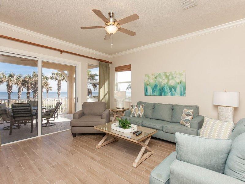 Designer Remodeled Direct Oceanfront Corner Unit 525!! A Must Stay!!, location de vacances à Palm Coast