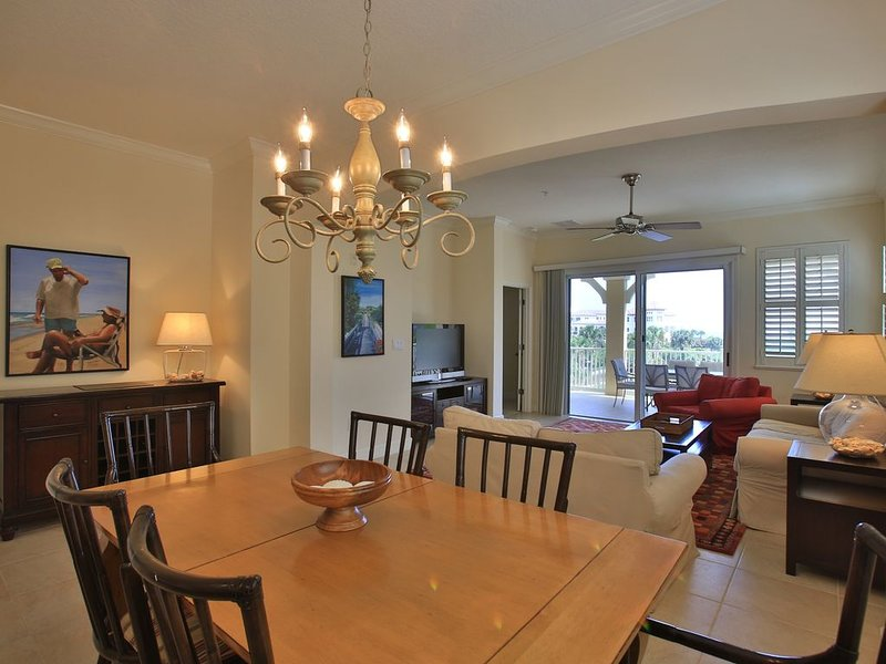 Unit 135!! Enjoy over 2000 sf with Ocean/Golf Views !!, alquiler de vacaciones en Palm Coast