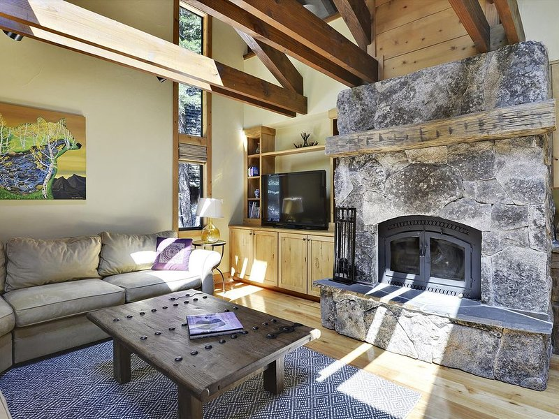 Newly Renovated Summer and Winter Mountain Home Featuring a PRIVATE Hot Tub, Hug, alquiler de vacaciones en Olympic Valley
