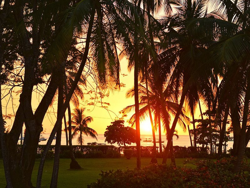 Spectacular Sunset View Condo at Los Sueños w/large garden, Ferienwohnung in Herradura