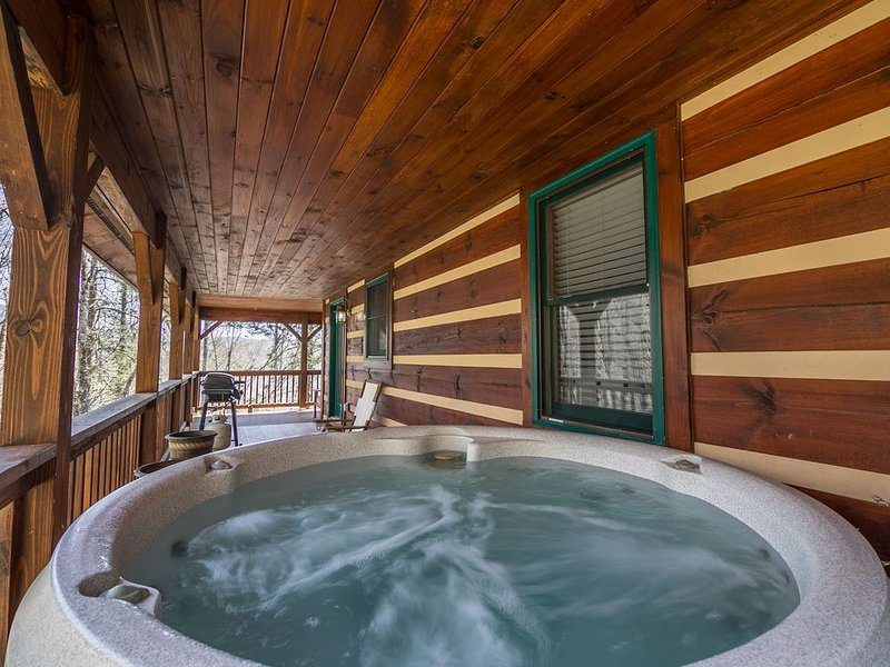 Uncle John's Cabin in peaceful Valle Crucis - Hot Tub - Pool Table - Ping Pong, alquiler vacacional en Todd