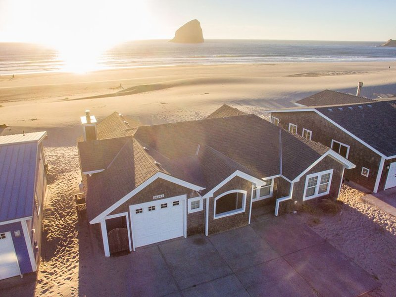 Whale's Tail Cottage #131 - oceanfront luxury home on the beach in Pacific City, holiday rental in Pacific City