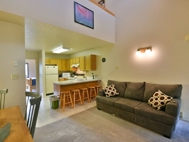 Beautiful Condo with Views of Eden and Wolf Mountain, holiday rental in Brigham City
