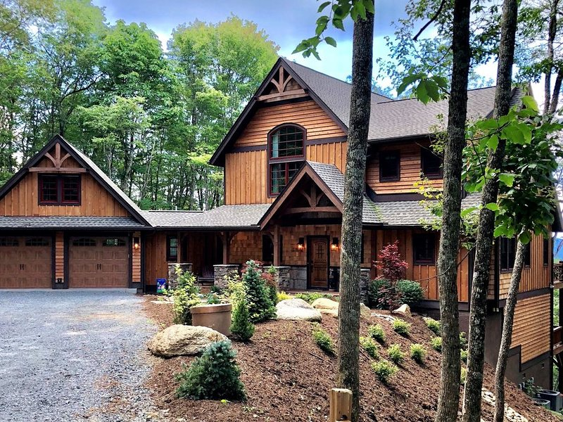 EAGLES NEST Walk to Great Camp*EV CHARGER*Pool Table*Hot Tub, vacation rental in Banner Elk