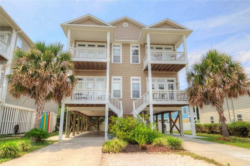 Pelican Perch - Beautiful 4 Bedroom 3 Bathroom Duplex - Walking Distance to Beac, vacation rental in Carolina Beach