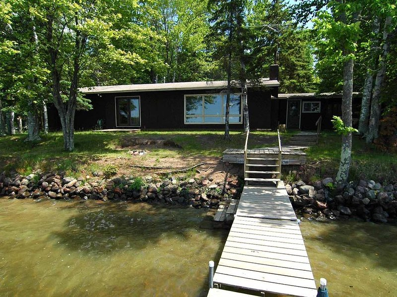 3 bedroom, 2 bath ranch style home on Mumm's Bay, holiday rental in Cable