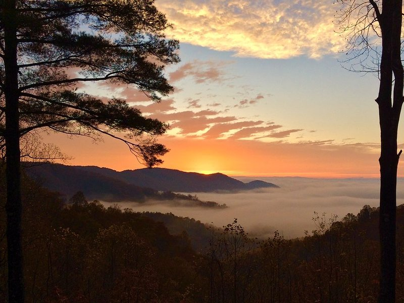 1 Sublime View - Beautiful views, great amenities, close to Boone!, holiday rental in Deep Gap