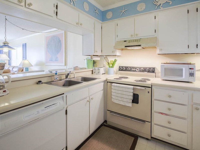 A Place at the Beach 178: 2  BR, 2  BA Condominium in Atlantic Beach, Sleeps 6, holiday rental in Morehead City