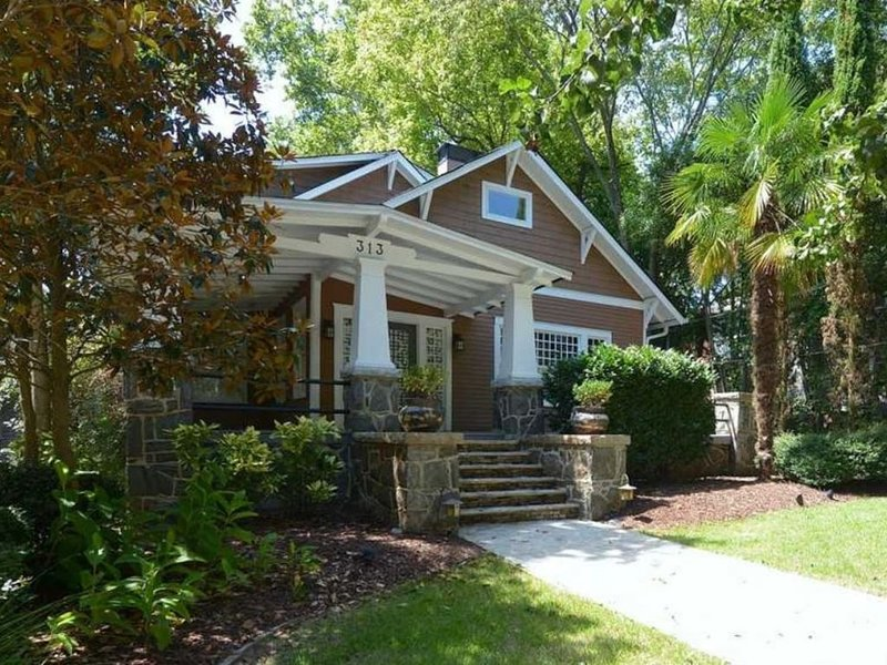 Historic Craftsman House in Midtown - Hot tub, Wifi, free parking, location de vacances à Atlanta