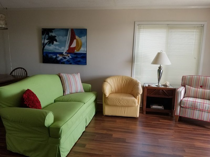 Great family amenities !! Pools, Putt Putt, Shuffleboard and the Beach !!, holiday rental in Morehead City