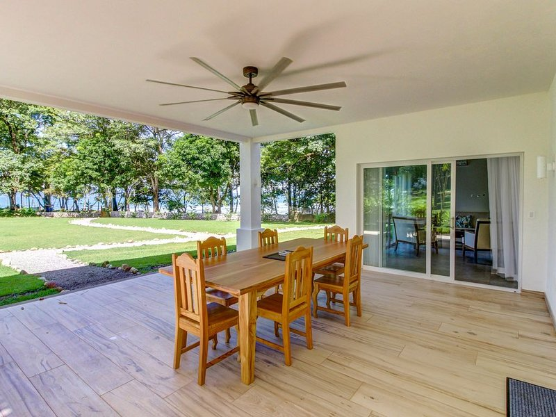 There is a nice deck. Lounge and spend time with your family.
