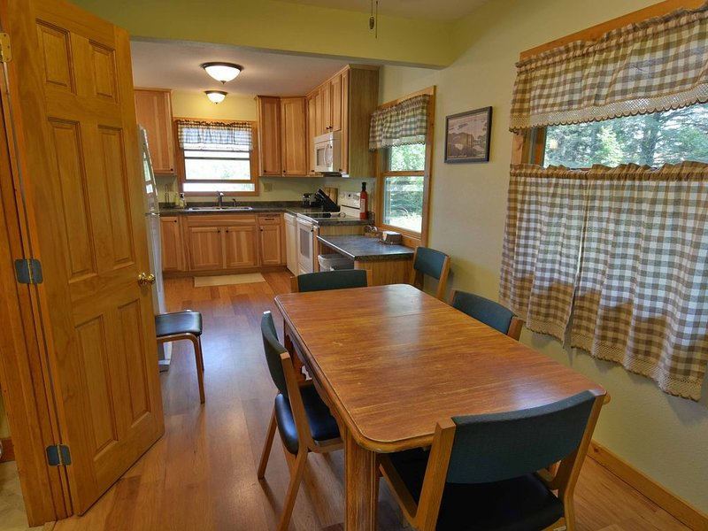 30 Point House is a great Lake Namakagon vacation rental, holiday rental in Cable