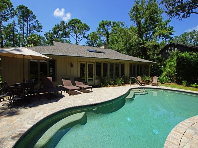 Newly redecorated - 5  minute walk to the beach., holiday rental in Bluffton