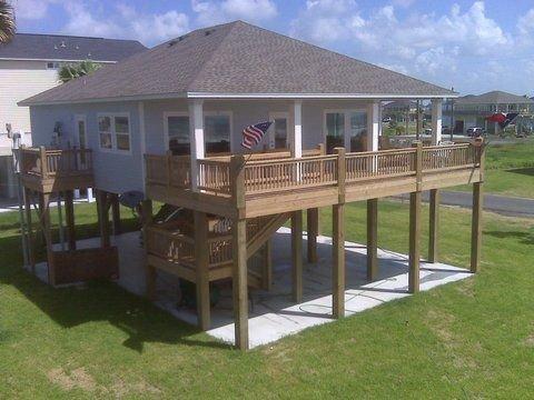 Shore Haven - 2 Bedrooms, 2 Bath, Sleeps 10 - Beach Front!, alquiler vacacional en Crystal Beach