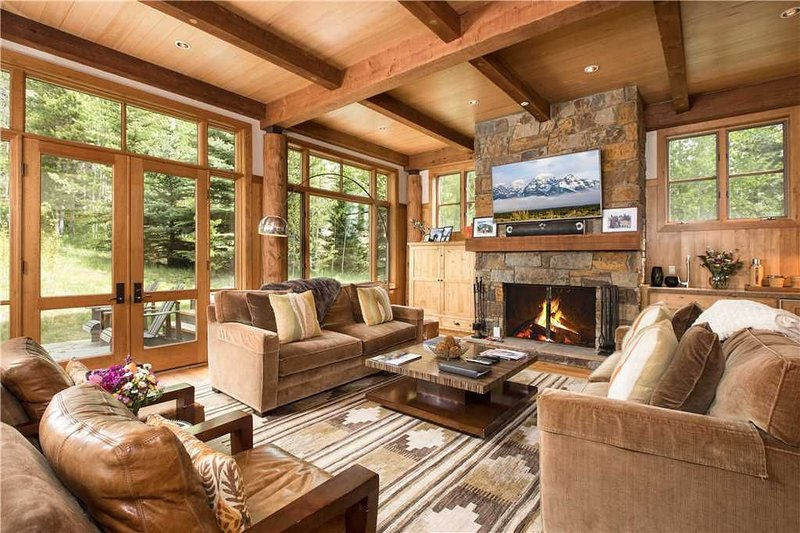 RMR: Beautiful Deluxe Townhouse in Teton Village, alquiler de vacaciones en Teton Village