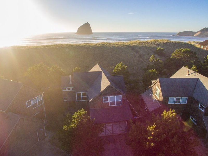 Gull's Nest #164 - Adorable newer cabin with upgraded amenities right next to be, holiday rental in Pacific City