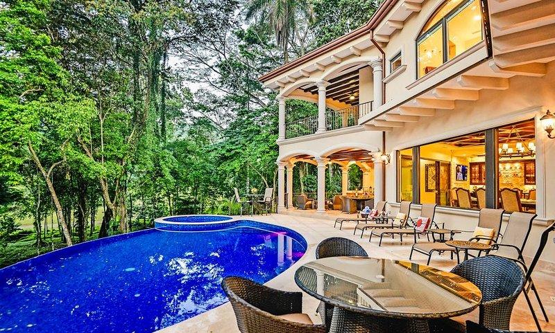 Luxury Home, Casa Vista Paraíso, Pool, Rainforest View, Access to Amenities., alquiler de vacaciones en Herradura