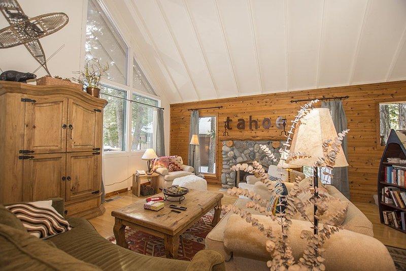 Carnelian Bay Hideaway: 3 BR / 3.5 BA house/cabin in Carnelian Bay, Sleeps 6, alquiler de vacaciones en Carnelian Bay