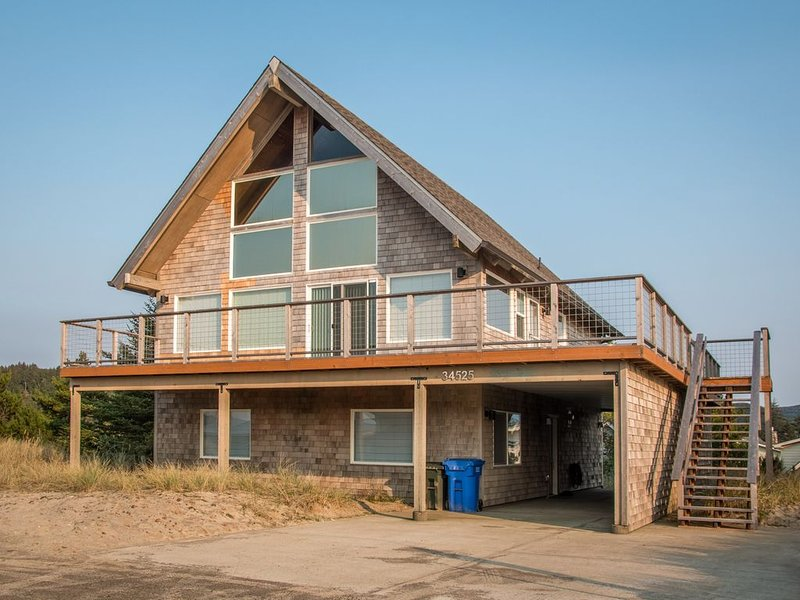 Beach Dreamer #180 - Newly remodeled large family sized home with beautiful view, holiday rental in Pacific City