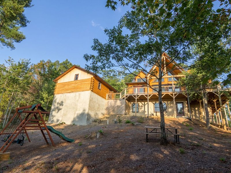 Tree Top Lodge - 15 mins from Blowing Rock Hot Tub - Pool Table, Ping Pong Toppe, aluguéis de temporada em Hudson