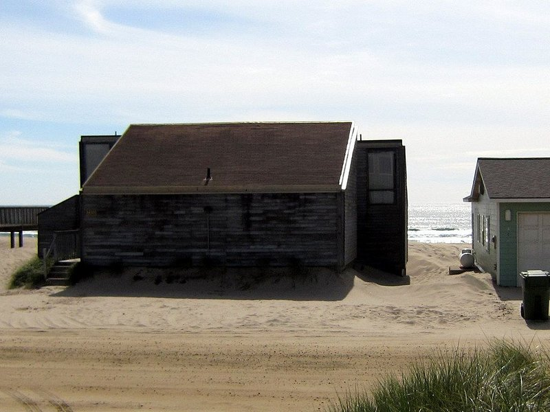 Ocean Sands #136 - large classic Pacific City oceanfront beach home. Pet friendl, vacation rental in Pacific City