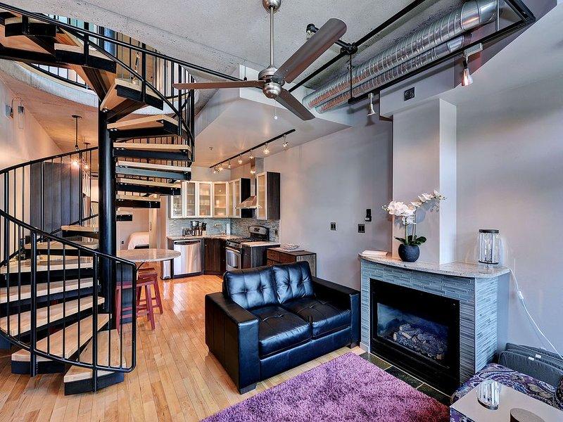 Amazing Victoria 2 Bedroom Executive Two Level Condo Near Fisherman's Wharf – semesterbostad i View Royal