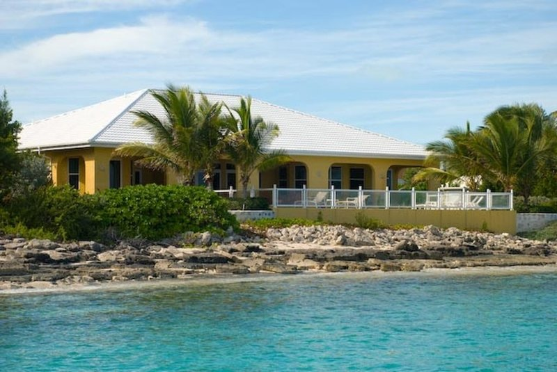Sundancer Luxury beachfront home, location de vacances à Stocking Island
