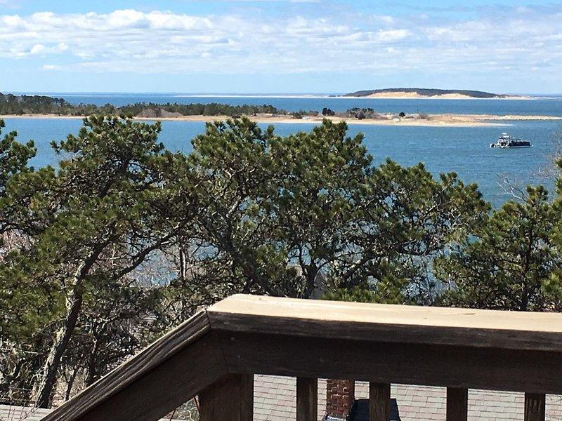 House With Views Of Cape Cod Bay, 2 Minute Walk To Beach In Quiet Neighborhood, vacation rental in Wellfleet
