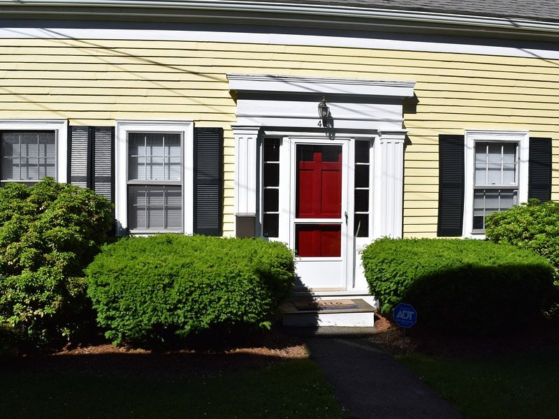 Marblehead Charmer - Fully Renovated 1920  Cottage, holiday rental in Marblehead