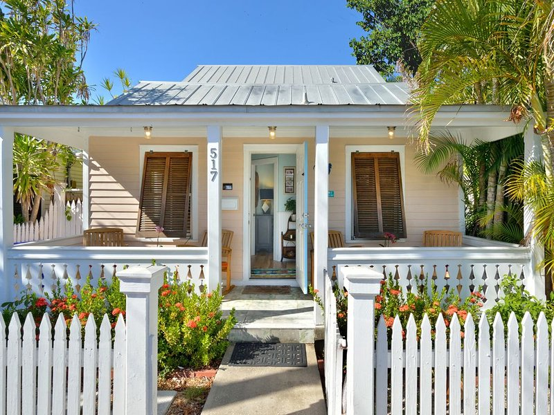 'SUNKISSED'~ Come Enjoy this Charming 3 Bedroom Home When Location Is Key!, holiday rental in Stock Island
