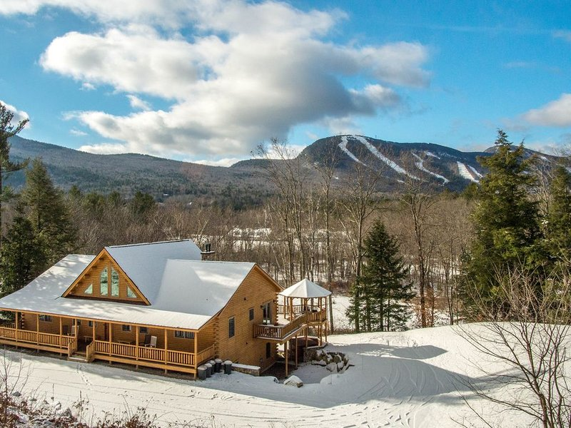 Luxury Log Home on the Sunday River- Hot Tub, Sauna, Pool Table, 2 Fire Pits, vacation rental in Andover