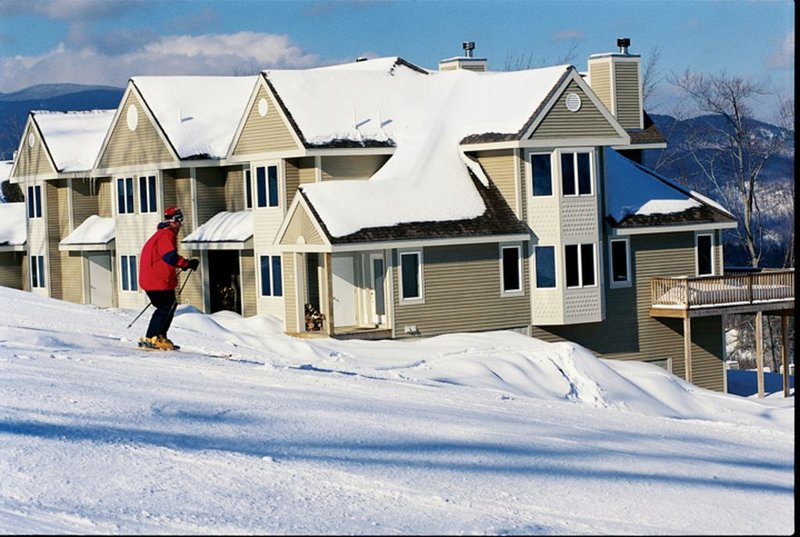 Luxurious Ski-in/ski-out Sunny Sunday River Townhouse, holiday rental in Bethel