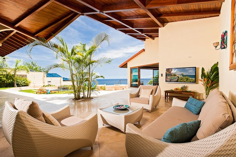 Luxury Sunset Villa with Direct Acces to the Flamingo Beach, vacation rental in Playa Flamingo