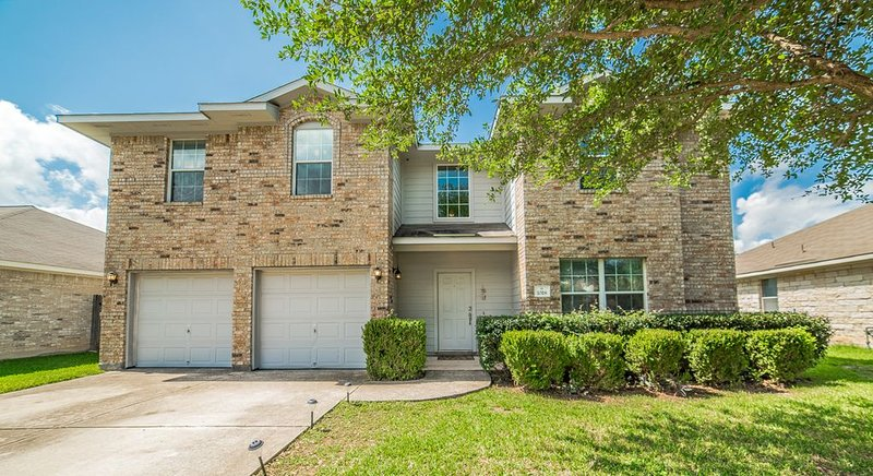 6 Bedroom Family Home in Round Rock, vacation rental in Round Rock