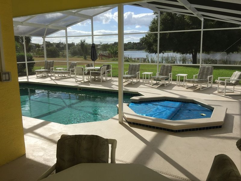 Lakefront five bed home six miles south of Disney, holiday rental in Loughman