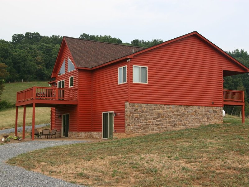Perfect for large families 5 bedroom home in the Shenandoah Valley, holiday rental in Luray