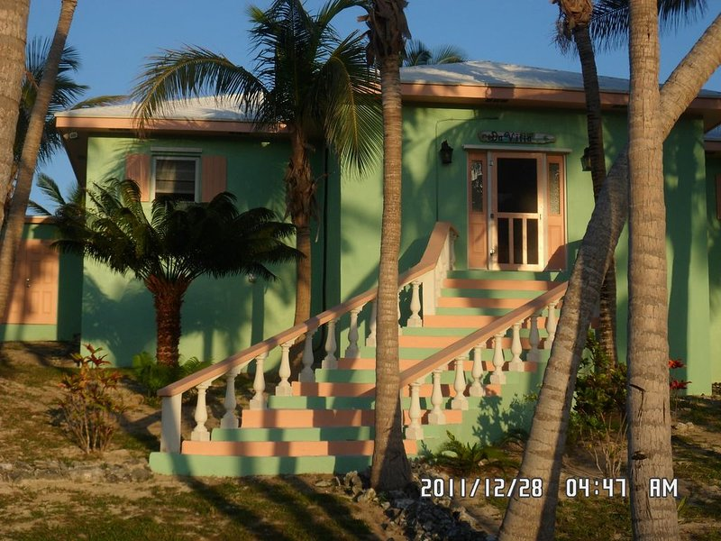 Da Villa Ocean Front Home, Luxury & Privacy on Pink Sand Beach SPECIAL, location de vacances à Eleuthera