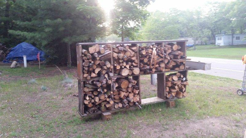 Bonfire Wood finns att köpa på plats.