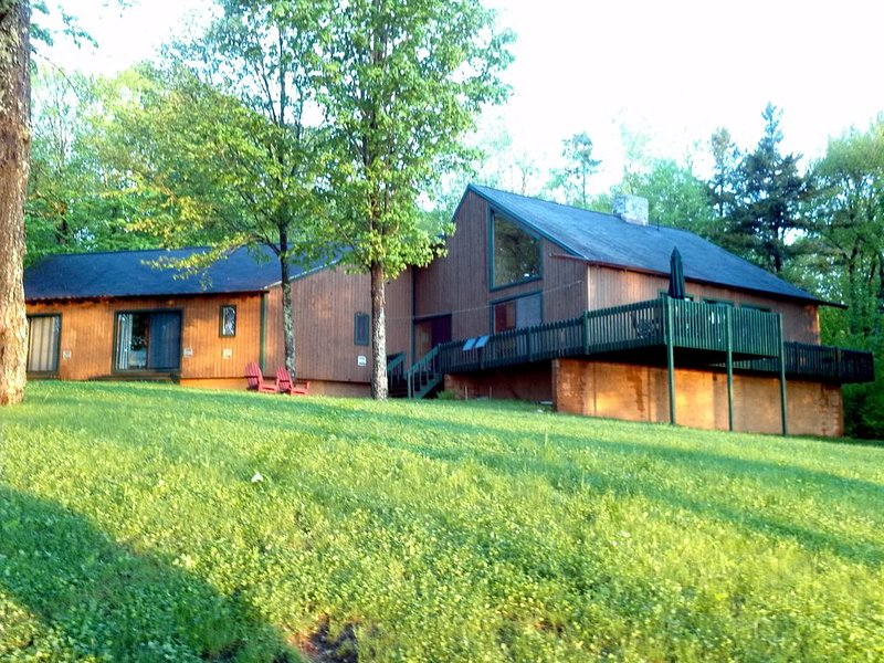 Private Adirondack Lakefront Contemporary, vacation rental in Malone