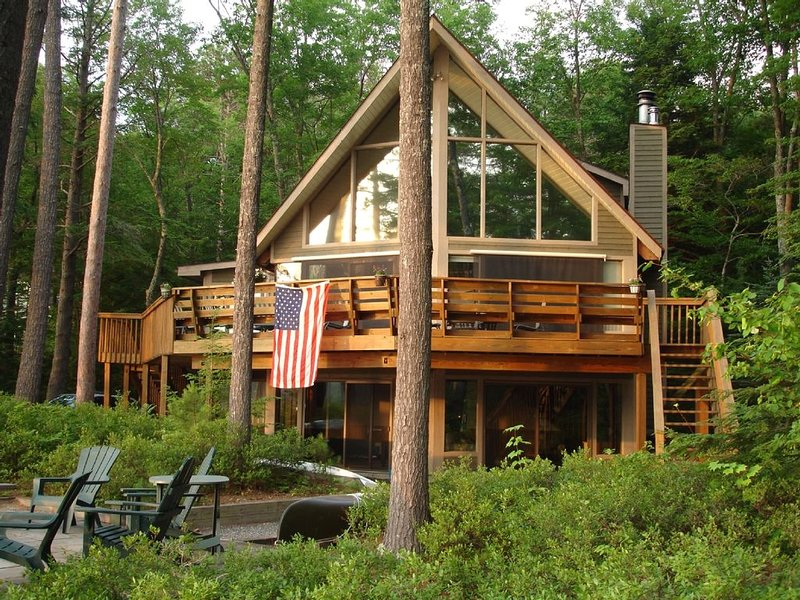 Lake Winnipesaukee Lakefront Home With Great Sandy Beach/Swim Area, vacation rental in Moultonborough