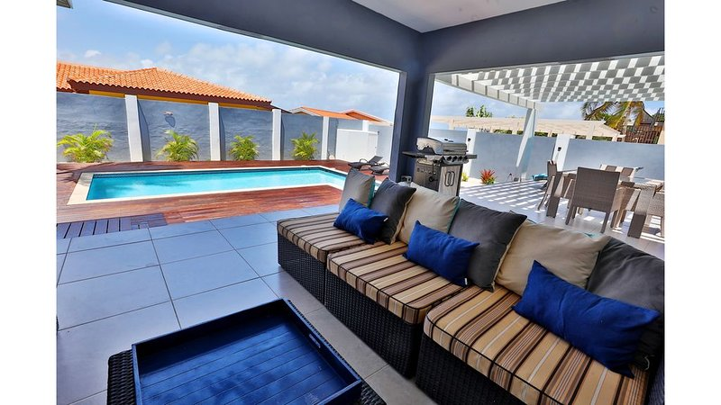 CLEAN BEACH VILLA - 46 SECOND TO THE BEACH - READ REVIEWS, holiday rental in Noord