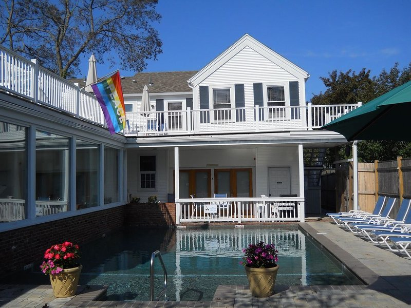 P-town West End 1 Bdrm Condo w/ Heated Pool & Hot Tub, vacation rental in Provincetown