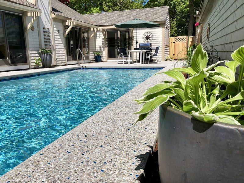 Vacation House with Private Pool in New Seabury, holiday rental in Mashpee
