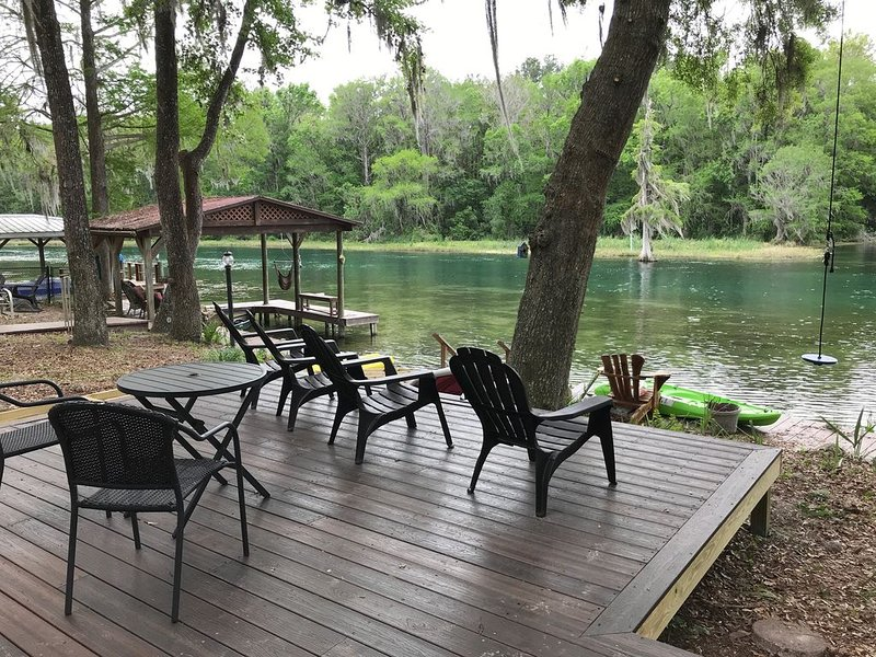 Find Your Calm - Palm Waters Riverhouse Retreat – semesterbostad i Dunnellon