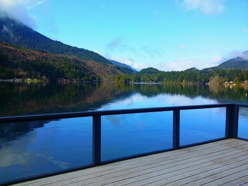 Stay at the best spot on the lake!, alquiler de vacaciones en Port Angeles