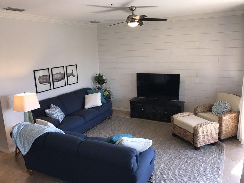 Professionally Decorated 4th Floor Corner Unit -Sleep Number Mattresses & Golf!, holiday rental in Keewaydin Island