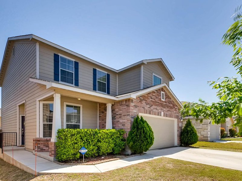 SEAWORLD/SIXFLAGS/Lackland/DOWNTOWN. BIG SHOPPING AREA. *EXTREMELY CLEAN*, holiday rental in Macdona